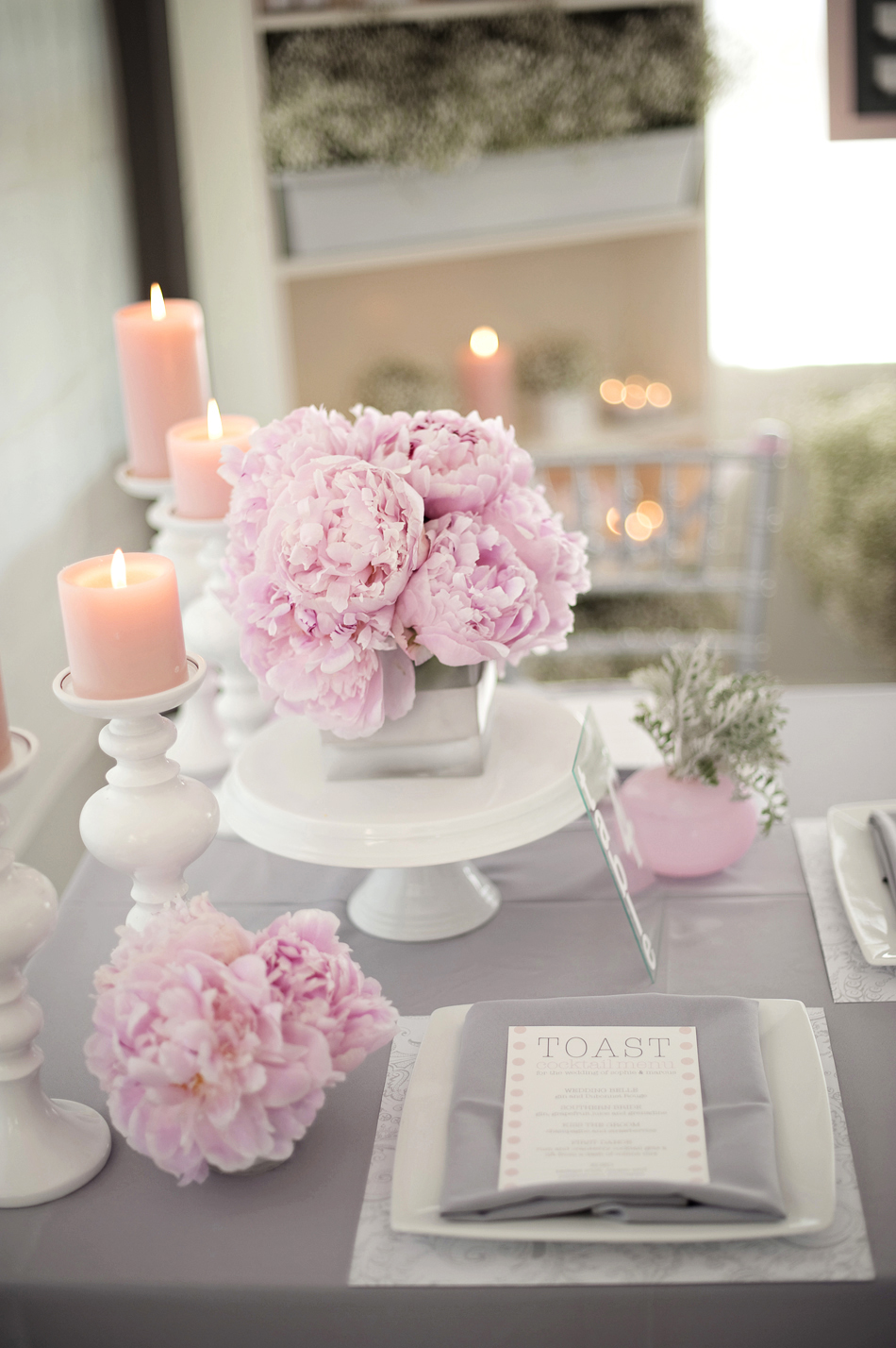 grey pink white wedding table decor Pink and Grey Wedding Ideas